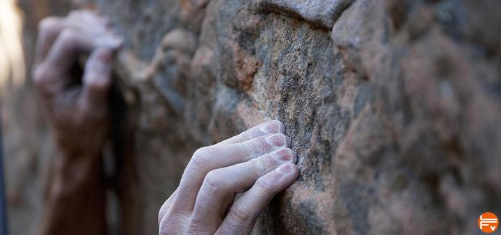 douleur-doigts-escalade-blessure-poulie