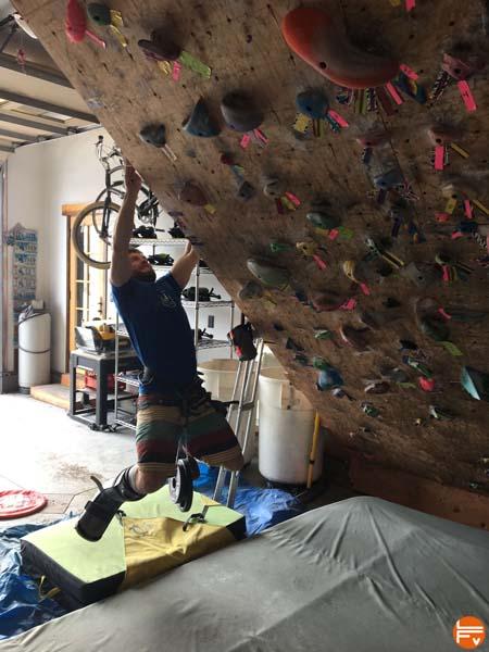 training-climbing-injury-hangboard