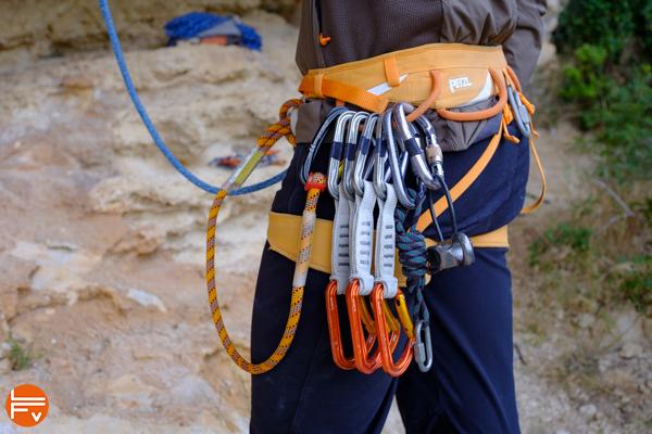 escalade-débutants-harnais-matériel-indispensable