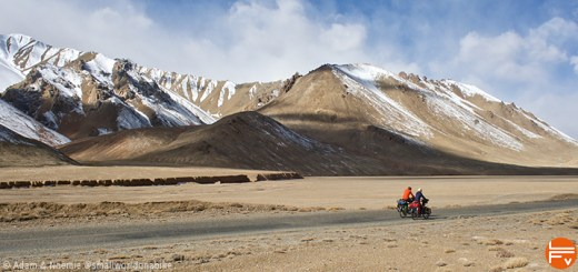 2 riders on the high plateaus of tadjikistan