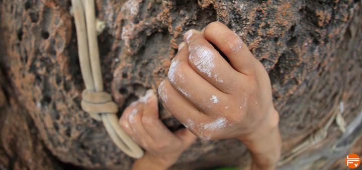 how to developp strong fingers rock climber hands climbing