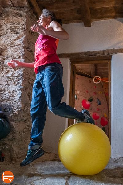 squat jump swiss ball prevention des accidents en bloc escalade