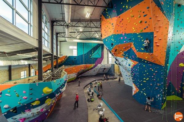 escalade en salle grimper indoor sport a la mode