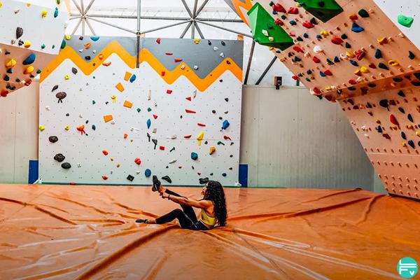 hura climbing egyptian woman climber Wafaa Amer