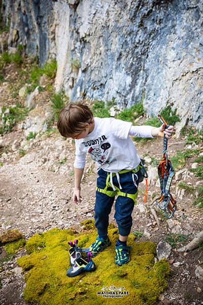 Jules Henry se prépare à grimper enfants mutants grimpe