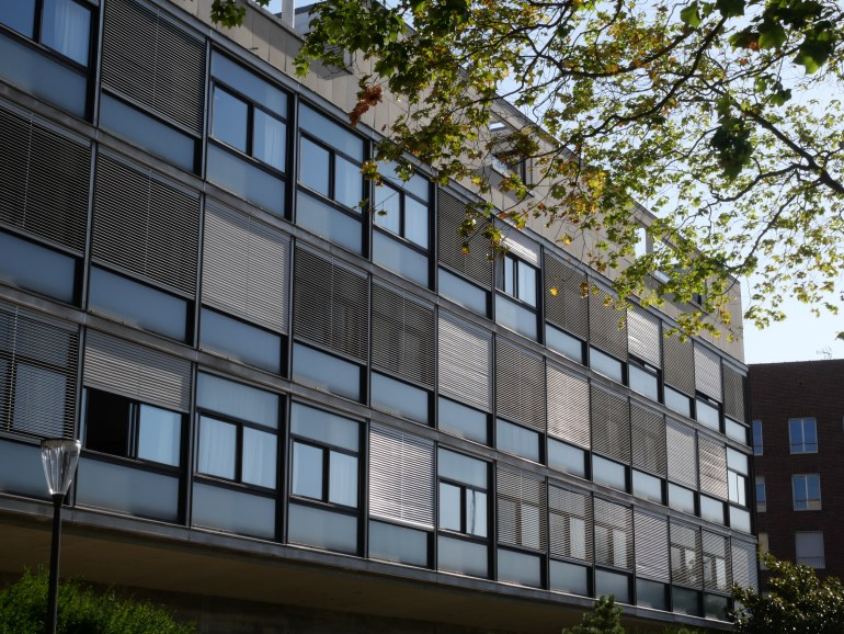 Tout vitrage dehors (Le Corbusier)