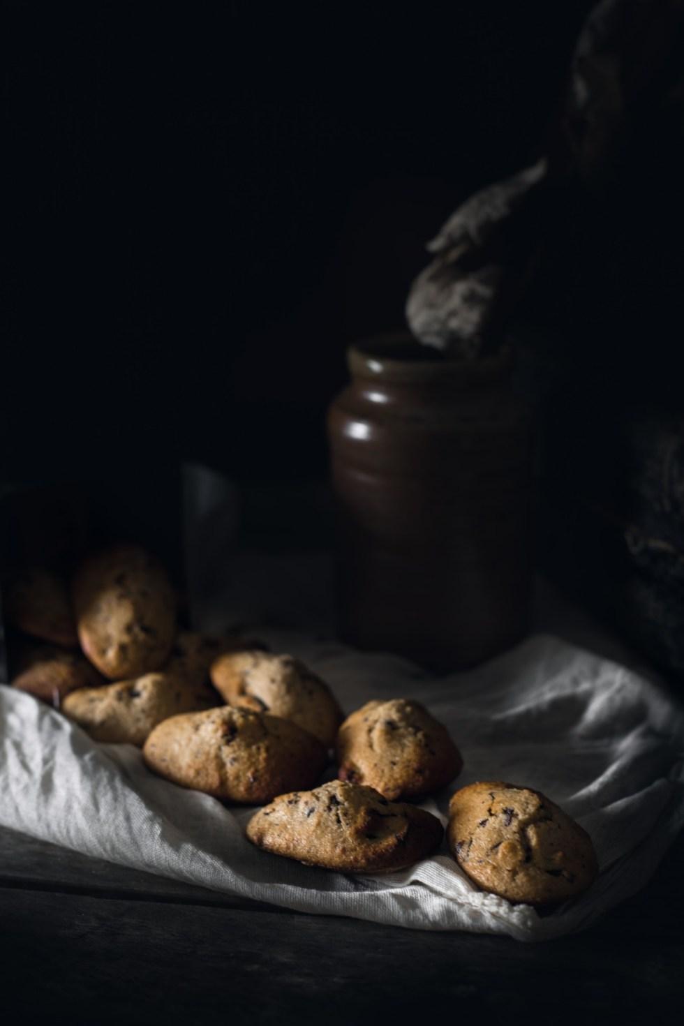 Madeleines aux pépites de chocolat {allégées en matière grasse} | www.lafaimestproche.com