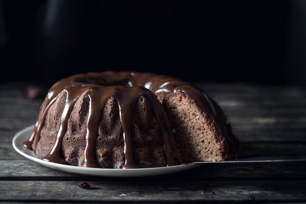Bundt cake à la ricotta et coulis de caramel au beurre salé et au Rapadura {allégé} | www.lafaimestproche.com