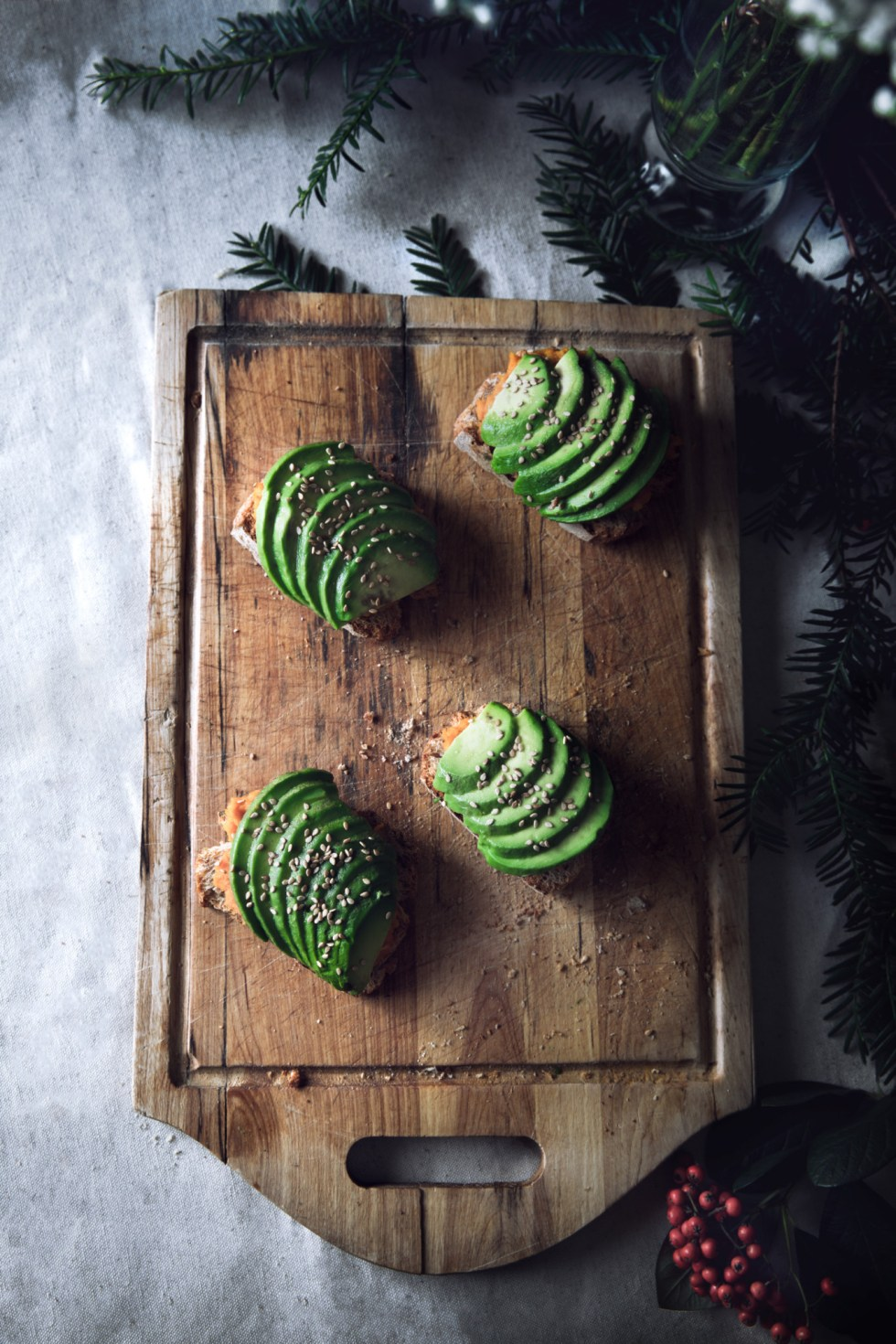 Toasts de Noël >>> compotée de potimarron, avocat et sésame {vegan, IG bas}