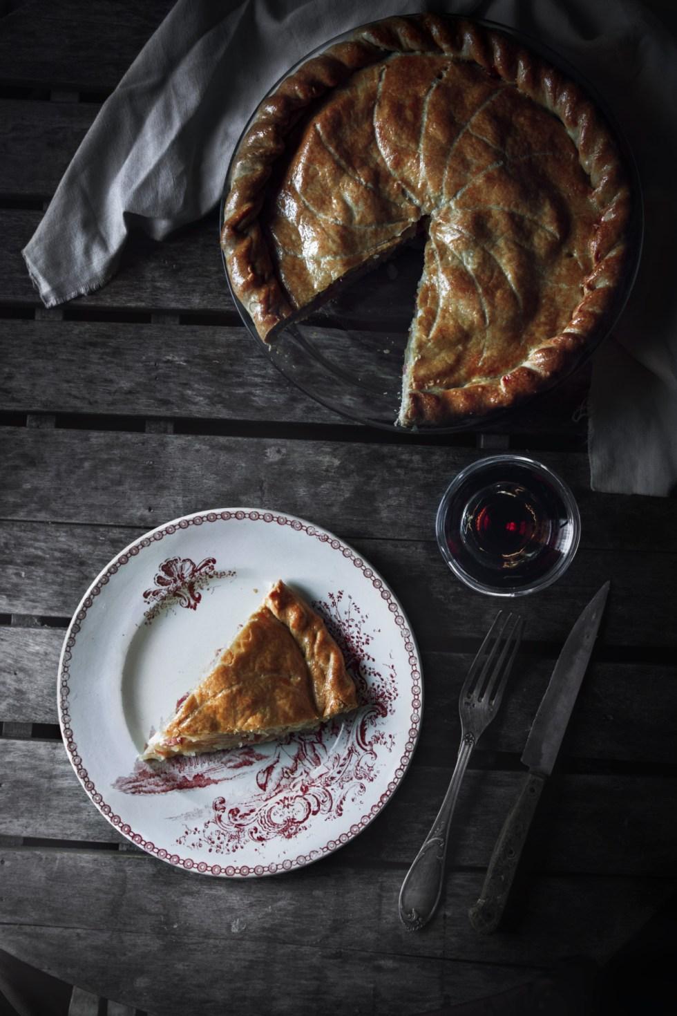 Tourte pommes de terre, panais, jambon du pays et tomme de brebis | www.lafaimestproche.com