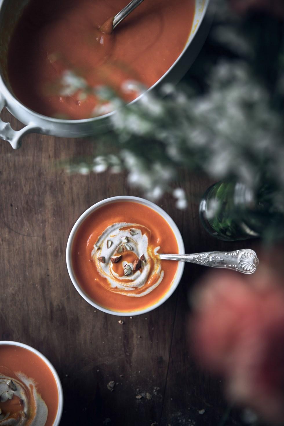 Soupe carottes, courge et crème d'amandes