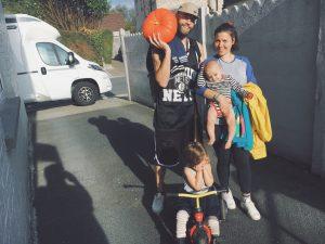 La Famille Qui Voyage chez cousin et oncle