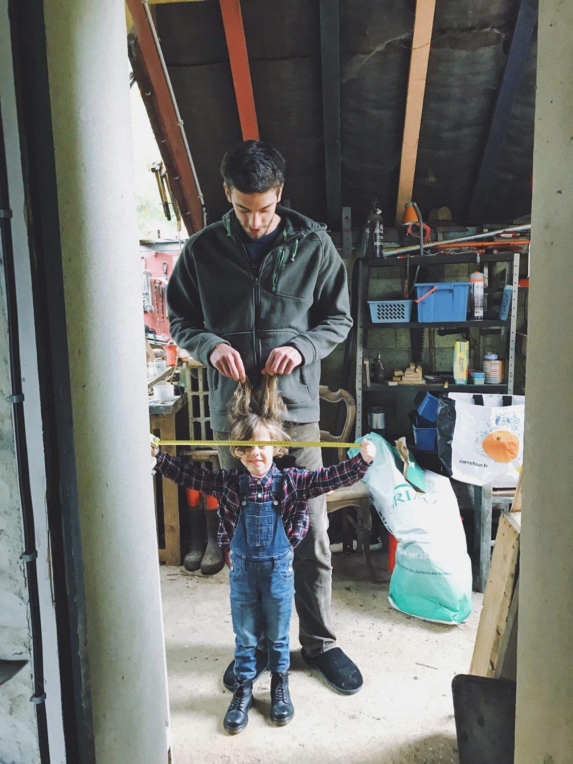 Simon et Payna dans l'atelier