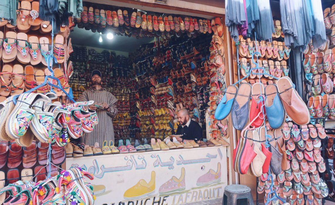 Voyage au Maroc magasin de babouches à Tafraout