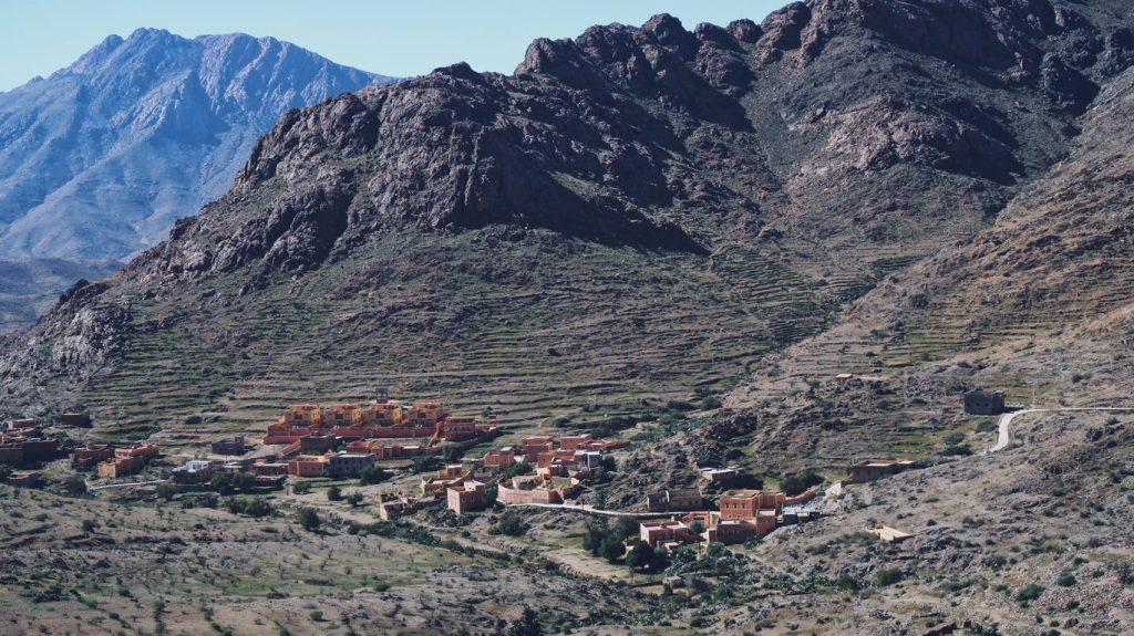 Voyage au Maroc villages dans les montagnes aux alentours de Tafraout