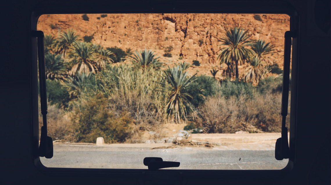 Voyage au Maroc gorges d'ait mansour par la fenêtre du camping-car