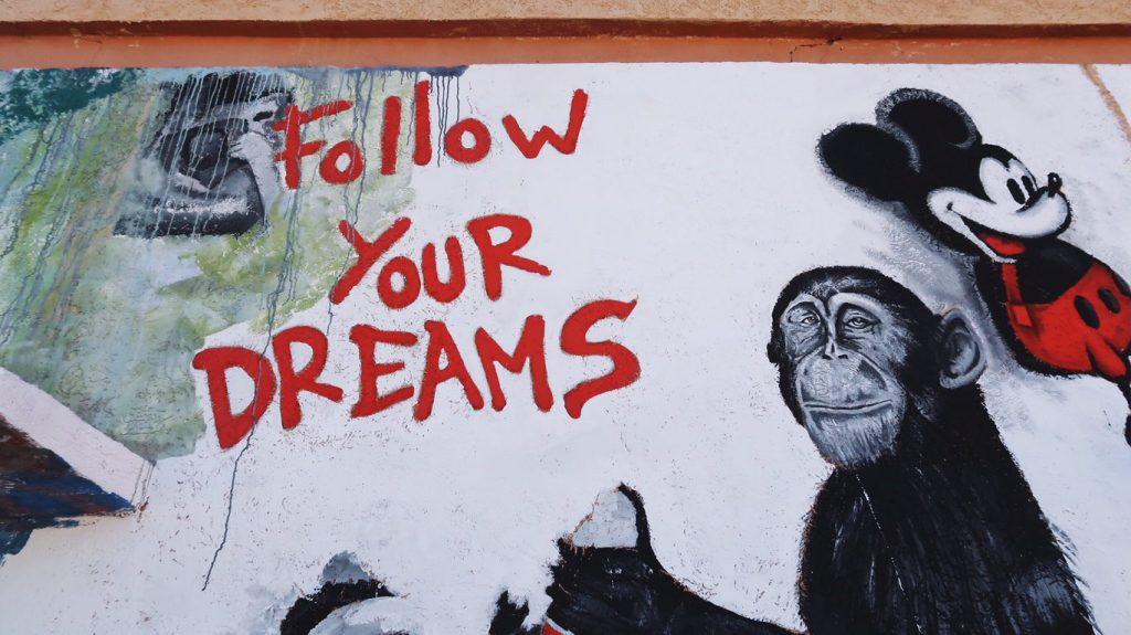 Voyage au Maroc Ouarzazate, Atlas Studio, follow your dreams mural