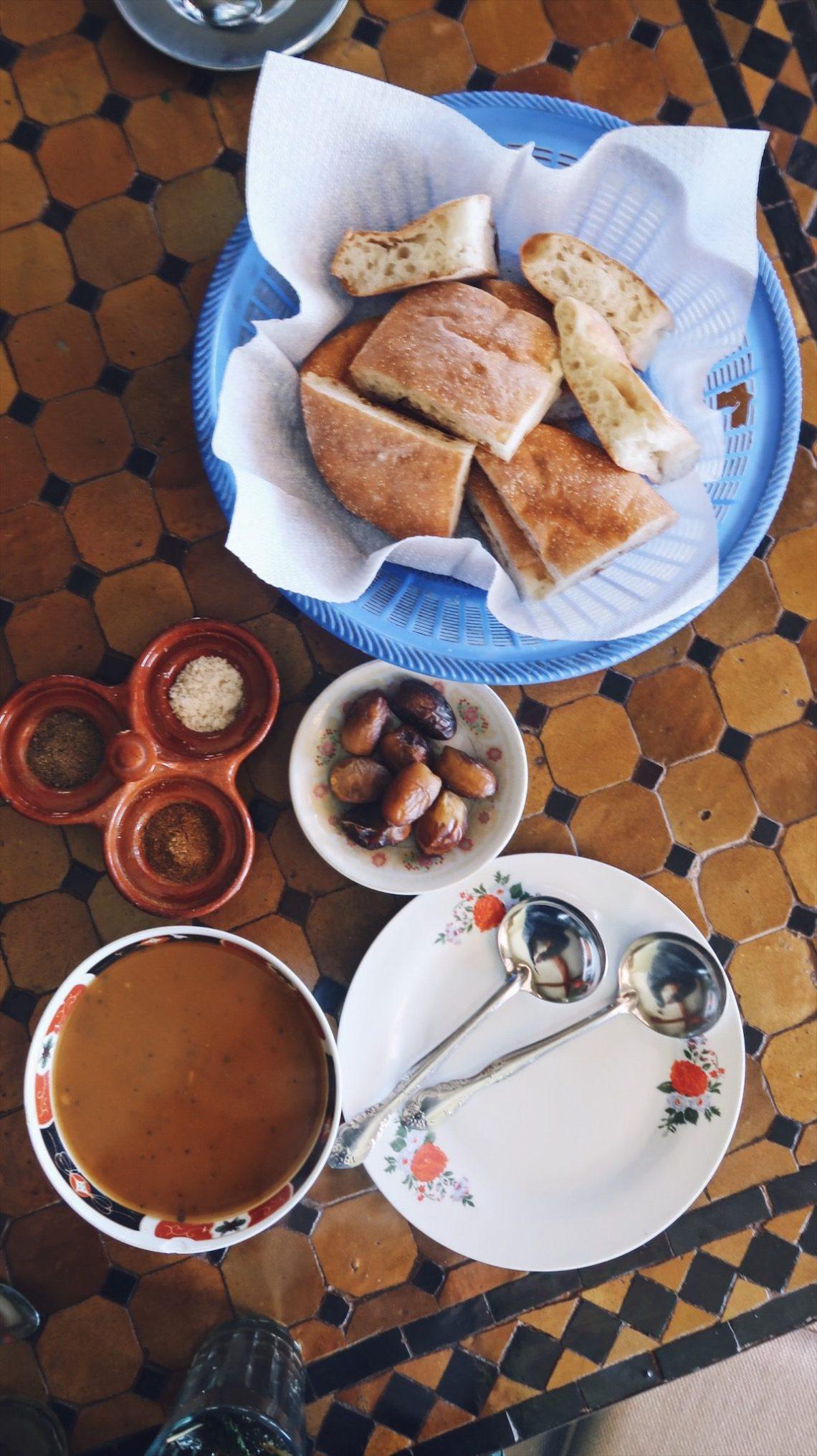 Voyage au Maroc Tizi-n-Test restaurant La Belle Vue soupe harira