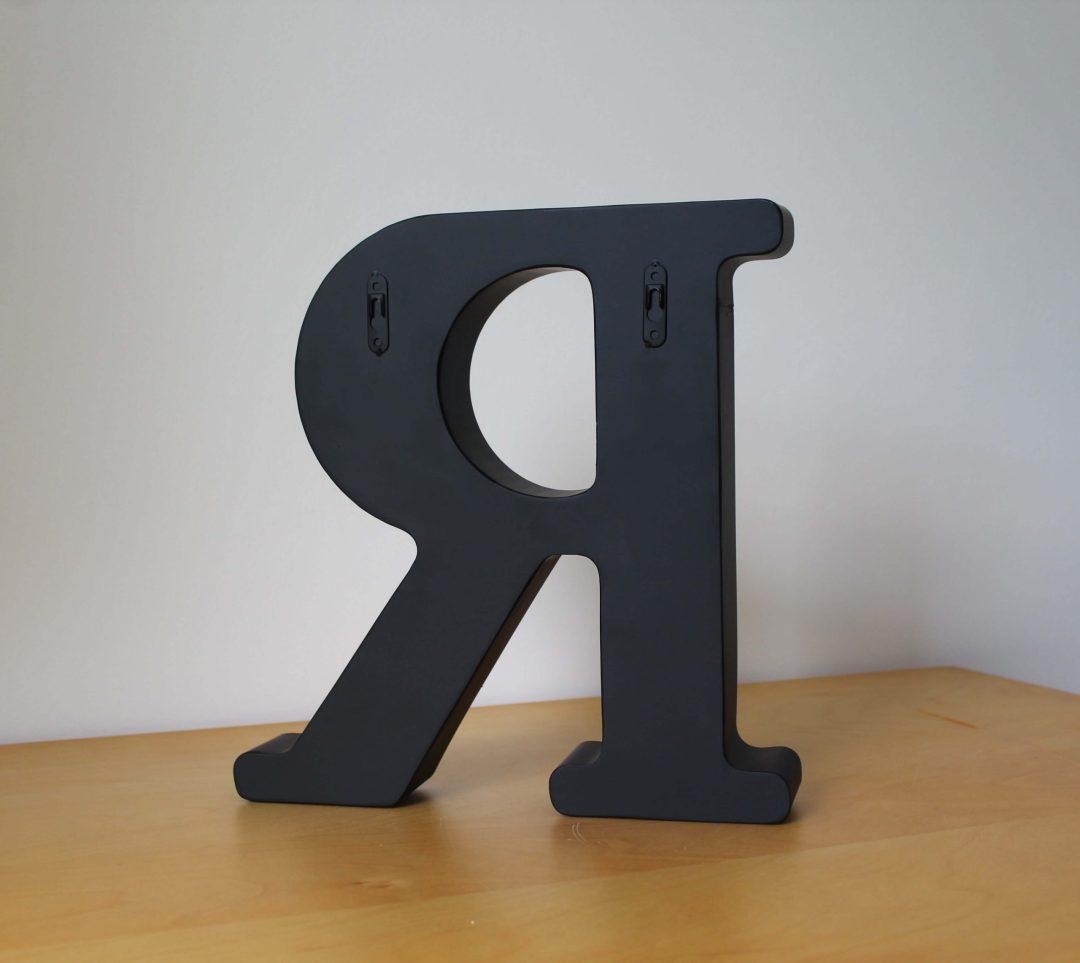 Lettre R bouchons