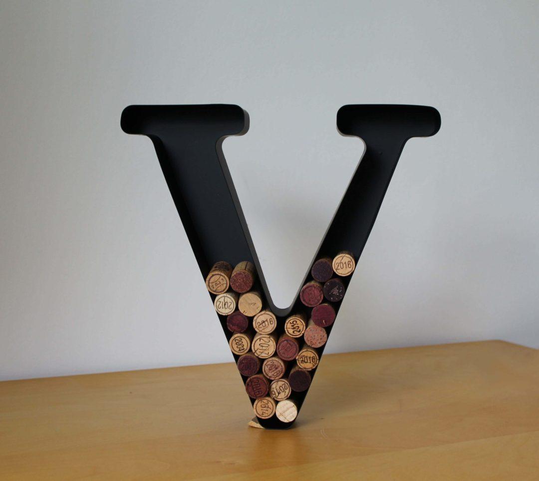 Lettre V porte bouchons