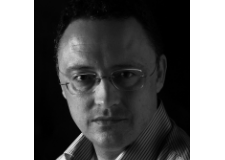 El escritor Luis Leante