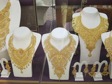 Gold necklaces in Dubai jewellers
