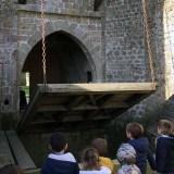 Les maternelles visitent un château fort