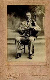 """Antoine Bouscatel """"le roi des cabretaïres"""", dans les années 1910"""