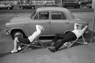 An elderly couple asleep in deck chairs, a typical English summers day, Saturday 17 August. Southend on Sea, Essex, 1974. ©Homer Sykes/Courtesy Les Douches la Galerie