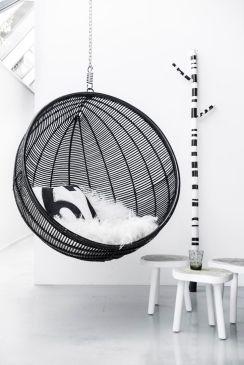 fauteuil noir suspendu