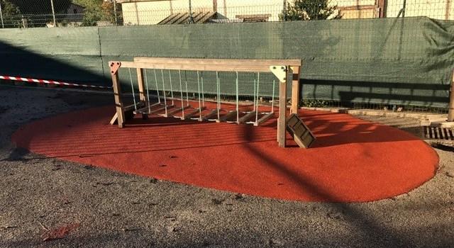 De la couleur dans la cour de l'école