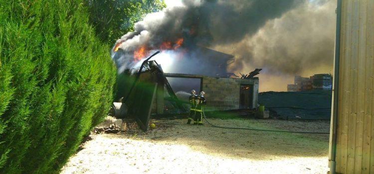 Un hangar ravagé par un incendie à Lafitte-sur-Lot
