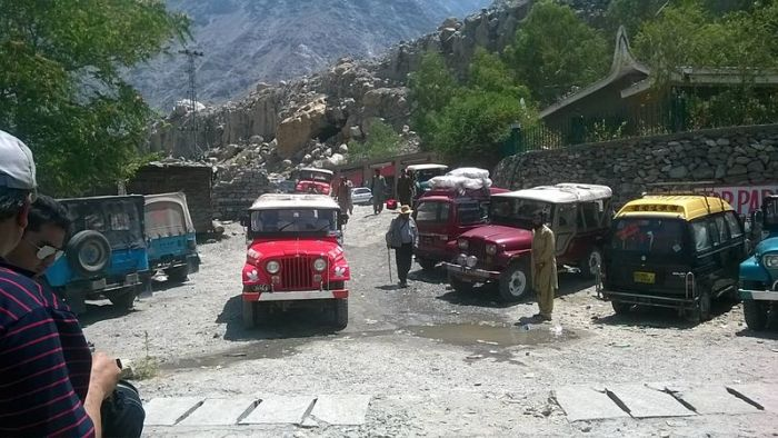 File:Jeeps at Raikot Bridge.jpg