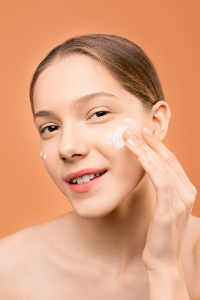 C:\Users\Zubair\Downloads\woman-with-white-cream-on-face-3762891.jpg