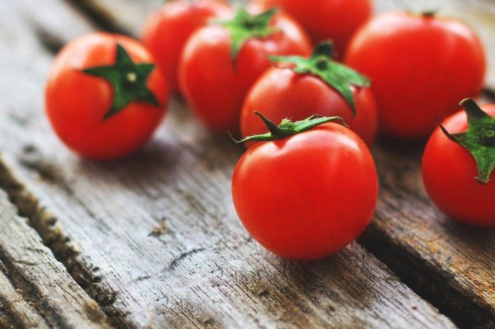C:\Users\Zubair\Downloads\tomatoes-4238247_1920.jpg