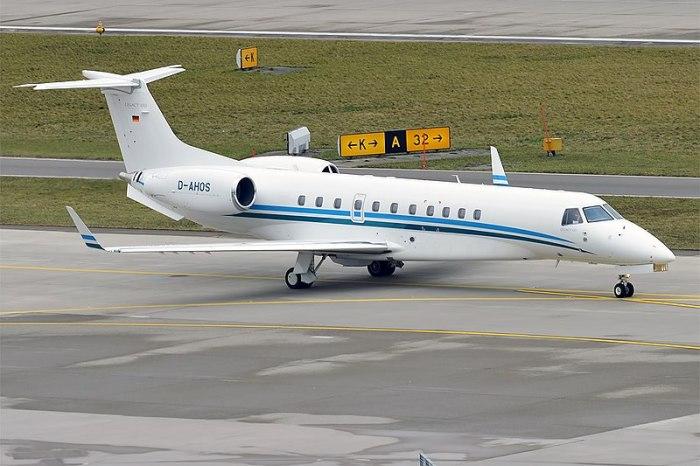 File:Air Hamburg, D-AHOS, Embraer Legacy 650 (39240419255).jpg
