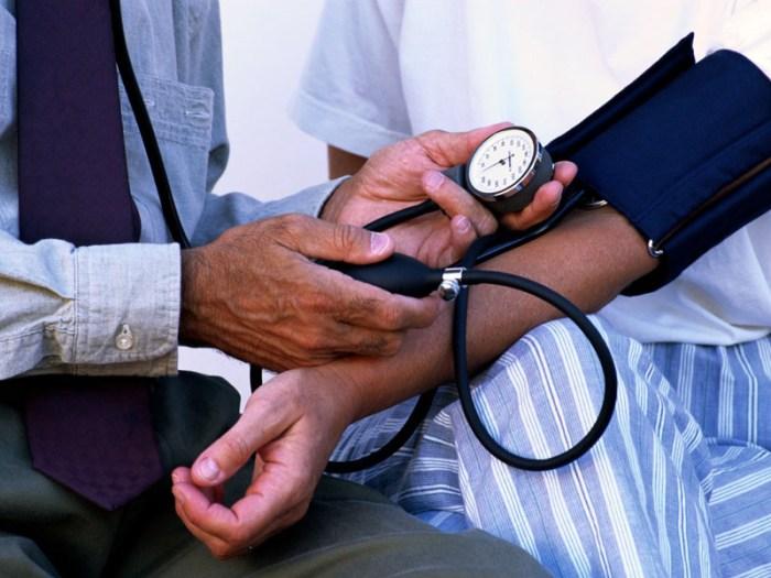 File:Blood pressure measurement (2009).jpg