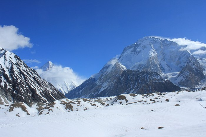 File:Broad Peak and K2.jpg