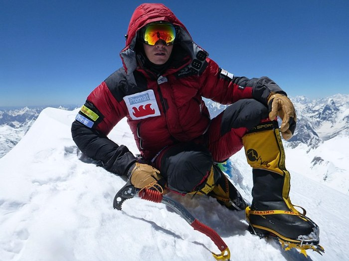 File:Tomas Petrecek - Gasherbrum I - summit 2013.jpg