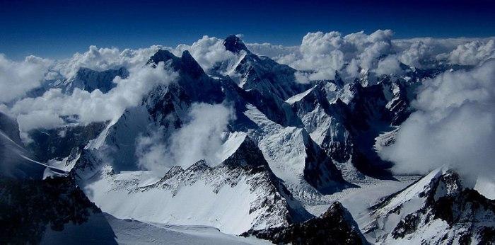 File:View from Gasherbrum II to Broad Peak and K2.jpg