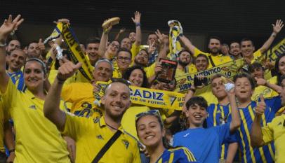 Los-aficionados-del-Cádiz-pasarán-por-caja