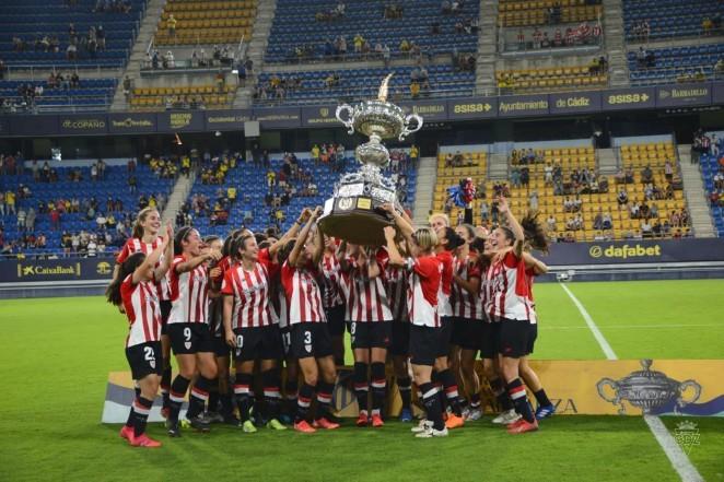 El-Athletic-femenino-se-alza-con-el-trofeo-carranza