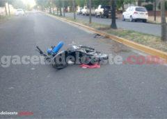 Motociclista en terapia intensiva, tras caer de su moto