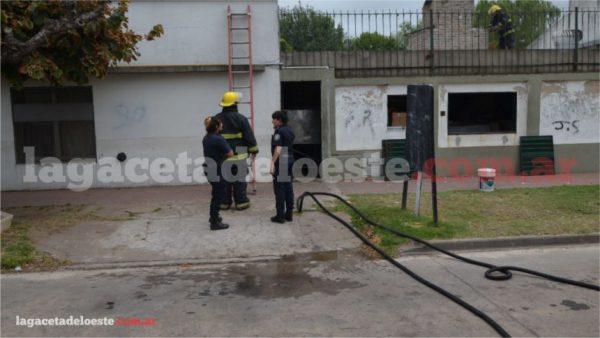 VIDEO Bomberos trabajaron en el incendio de una parrilla