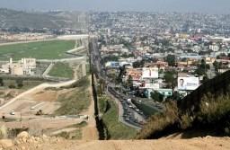 Avanza construcción del muro fronterizo entre EEUU y México