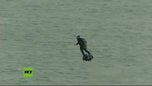 Soldado Volador Francés cruza el Canal de la Mancha