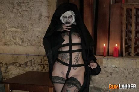La Monja The Nun Cumlouder 04