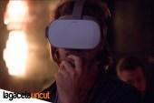 Usuario pensativo viendo la primera película VR de Erika Lust