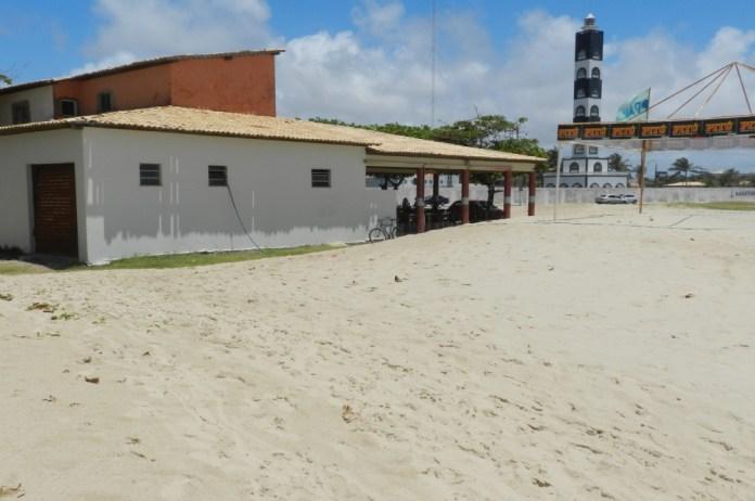 Areia avança sobre os bares (Fotos: Portal Infonet)