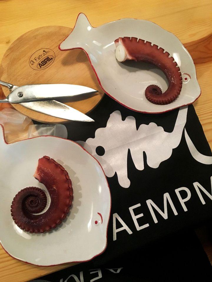 Platos-Madera-y-Tijeras-para-Pulpo-Pasion-AEMPM